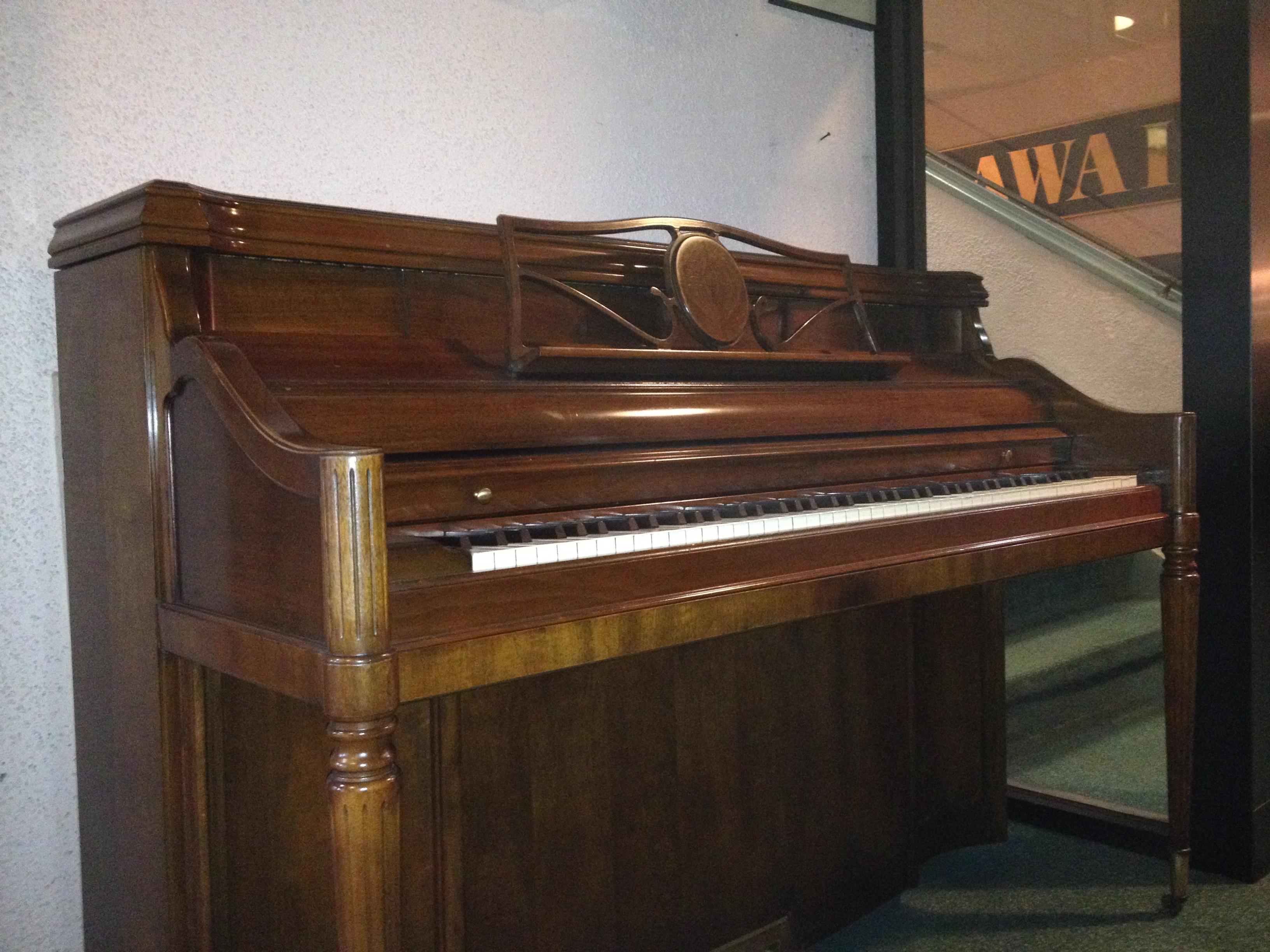 Kimball Console Piano Vienna Piano