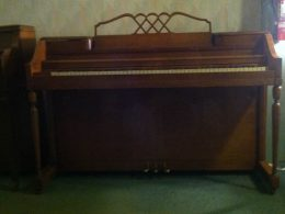 Story & Clark Spinet Upright