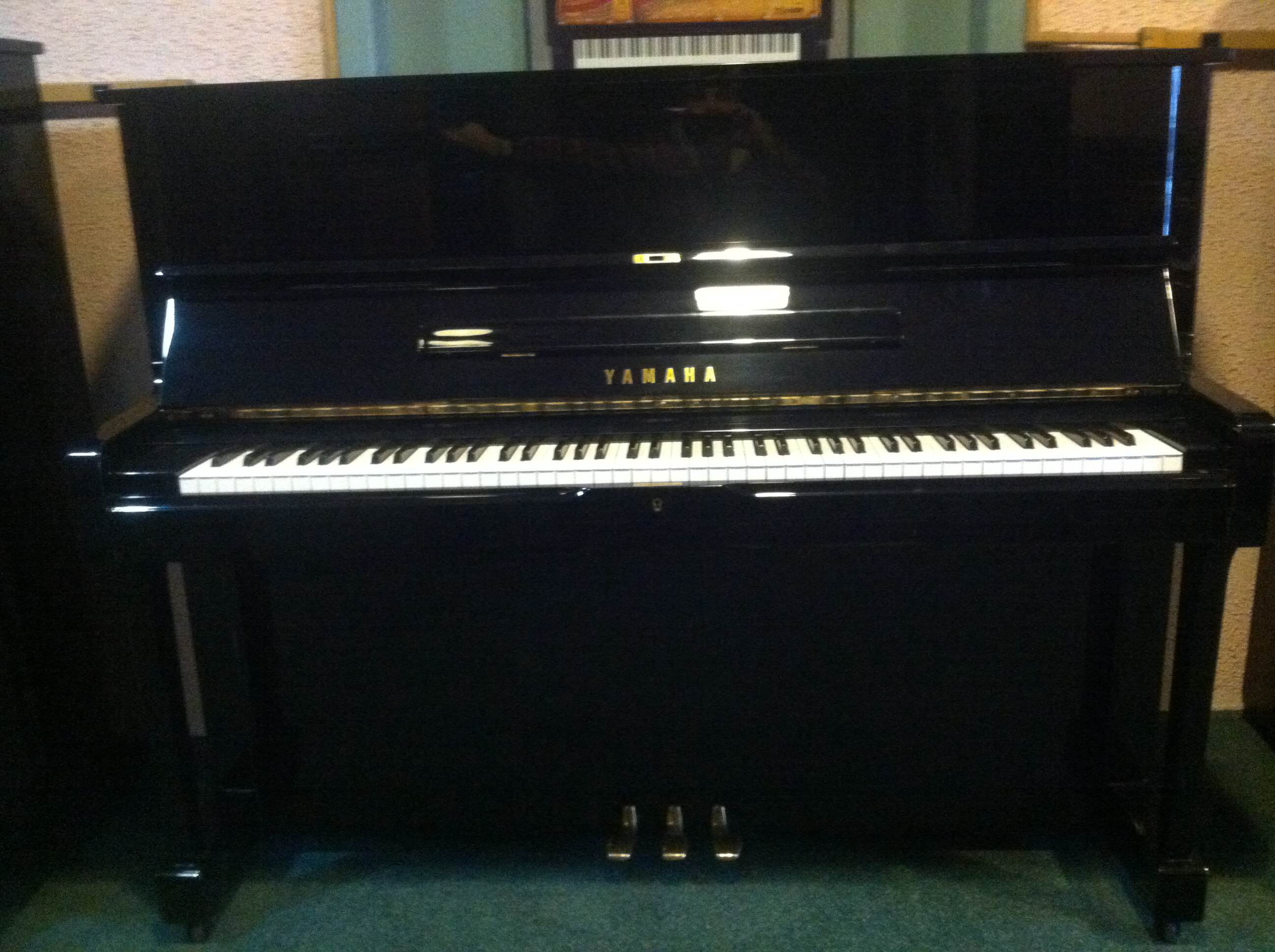 Yamaha u1 studio upright vienna piano for Yamaha piano upright