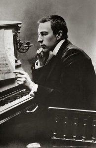 388px-Rachmaninoff_1900